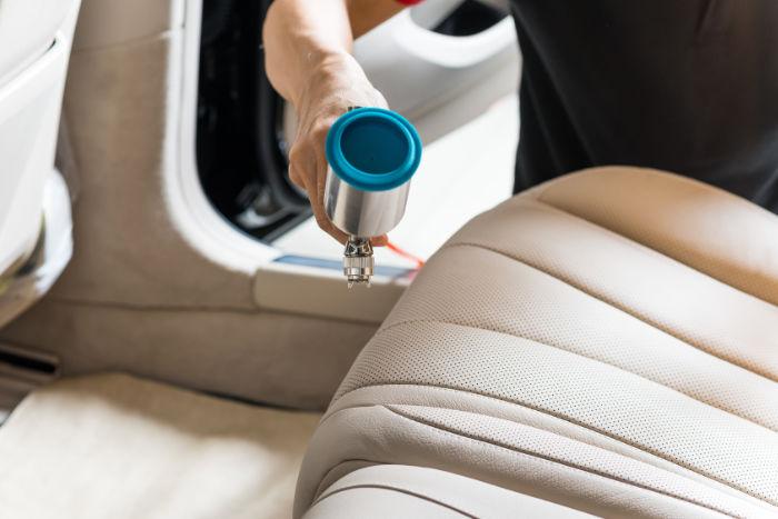 Changer La Couleur D Un Canapé En Cuir comment raviver la couleur d'une sellerie auto ? - alta cuir