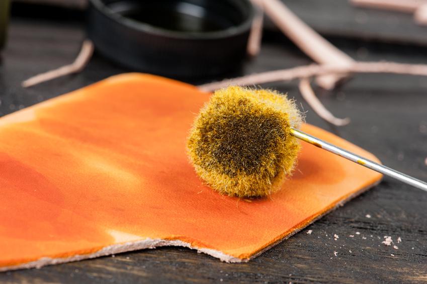 Comment teindre le cuir en noir alta cuir - Teinter du cuir ...